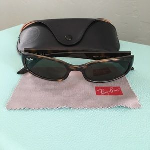 Authentic women's  RAY BAN Sidestreet sunglasses